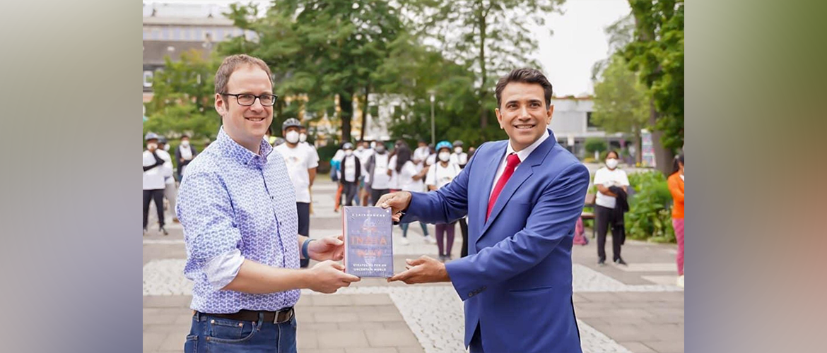 Consul General at IndiaAt75 Cycle rally at Erlangen.