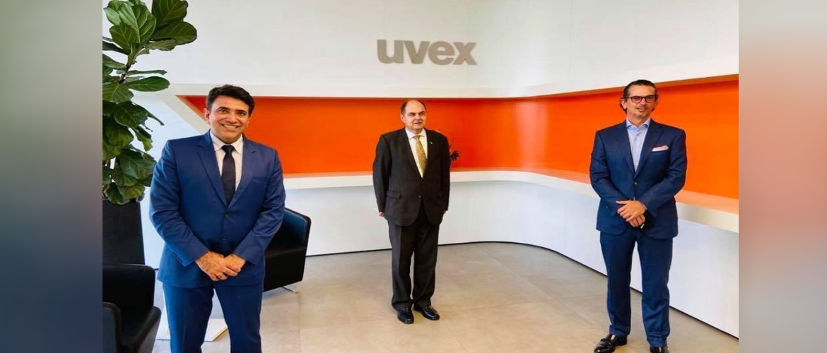 Consul General with owner and Managing Director Michael Winter, UVEX group